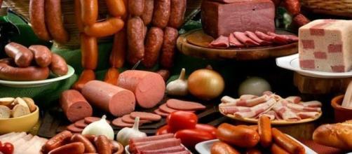 OMS afirma que carne processa gera câncer