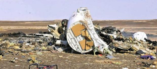 I resti dell'Airbus A-321 precipitato in Sinai.