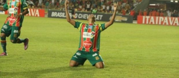 Sampaio vence Paysandu por 2x0 e se aproxima do G4