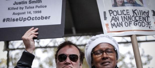 Tarantino recuerda muertos por violencia policial.