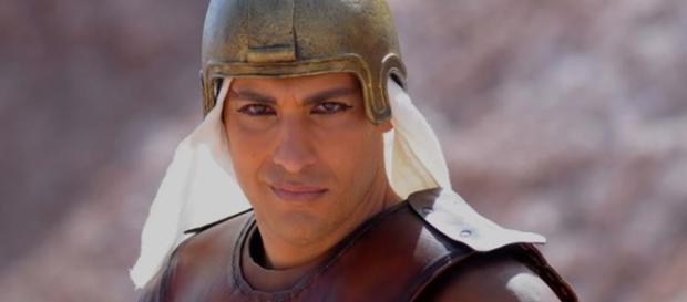 Victor Pecoraro é Ikeni em 'Os Dez Mandamentos'