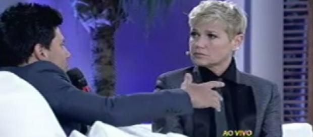 Xuxa alfineta Silvio Santos ao vivo