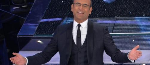 Carlo Conti mentre presenta Sanremo