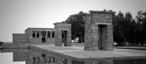 Templo de Debod. Situado al oeste de Plaza España