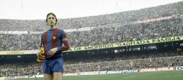Cruyff con el brazalete de capitán