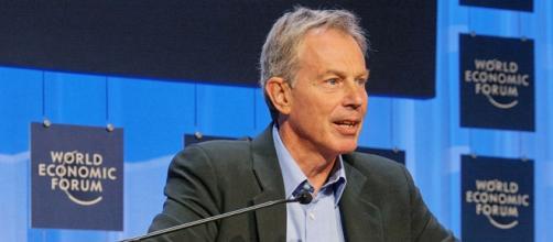 Fotografía de Tony Blair en un foro económico