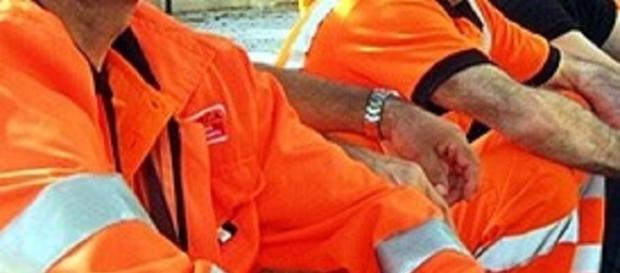 Calabria: operai minacciano di lanciarsi dal tetto
