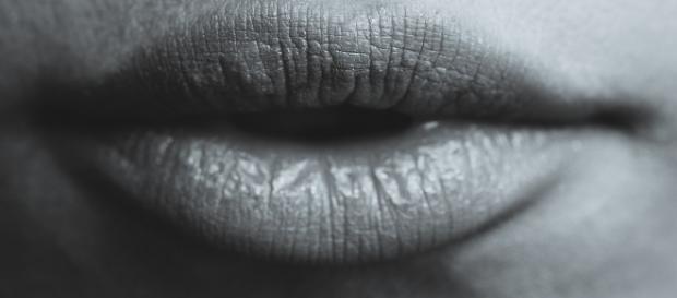 Cold sores can spread herpes to genitals