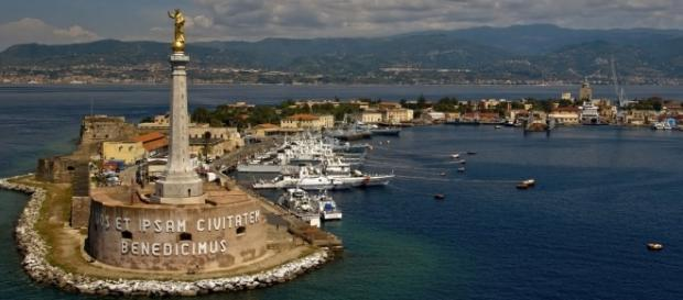 Messina, il mare davanti e le case senz'acqua