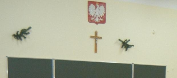 Narodowo-katolicka symbolika w polskiej szkole.
