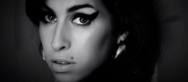 Un primo piano di Amy Winehouse