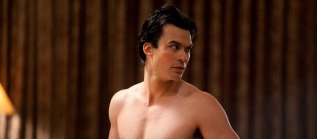 Damon messo a nudo nel promo di TVD 7