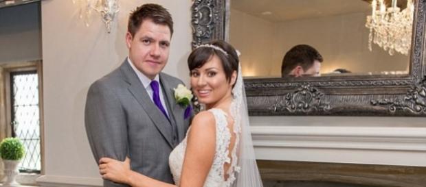 Lucy e Jason no dia do casamento