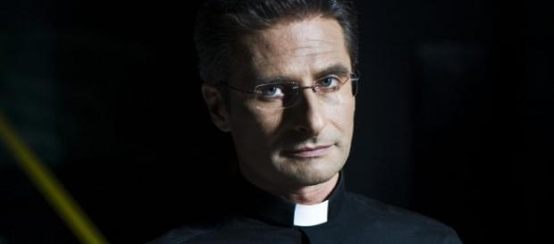 Monsignor Krzysztof Charamsa in un primo piano