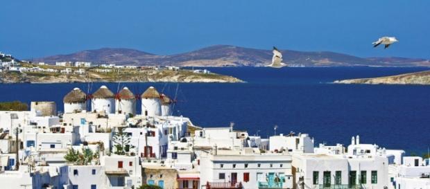 Mykonos na Grécia atrai milhares de turistas.
