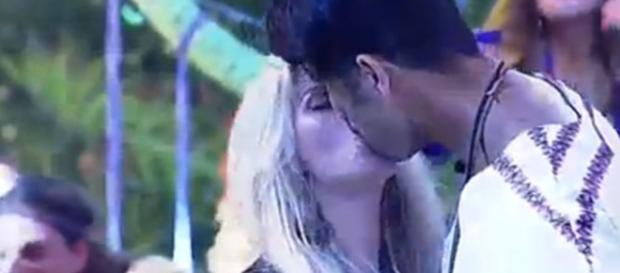 O beijo do Marcelo com a Veridiana foi caprichado