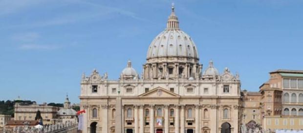 Padre perde cargo no Vaticano por assumir ser gay