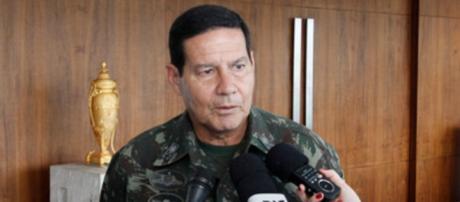 General foi demitido por criticar Dilma