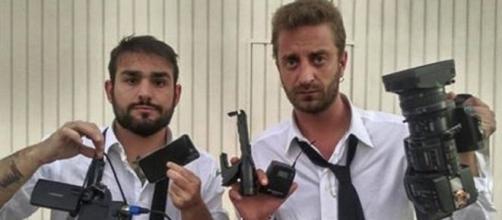 Los periodistas que han allanado el domicilio