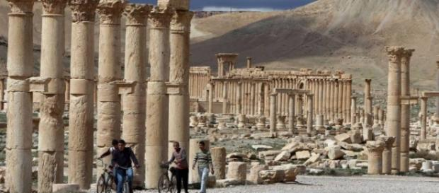 Ruínas do aqueduto romano em Palmira, Síria