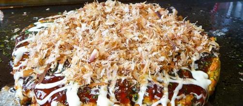 Imagen de un Okonomiyaki preparado