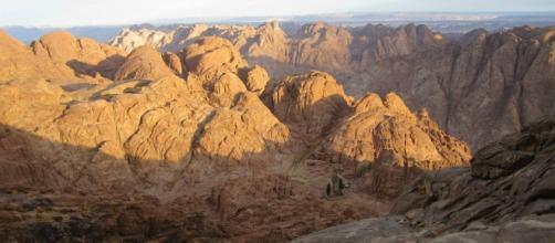 Schianto aereo tra le montagne del Sinai