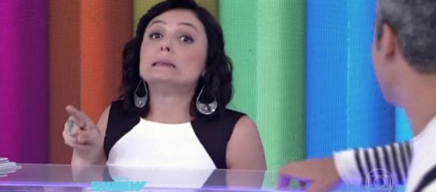 Monica Iozzi faz sucesso porque ri da Globo