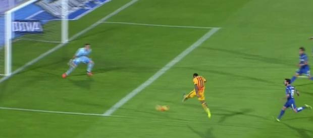 Neymar anotó el 0-2 con su pierna izquierda
