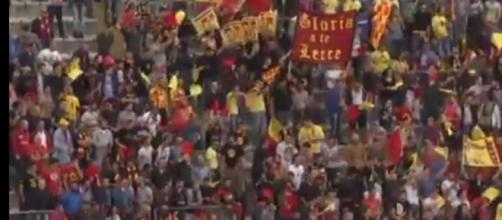 """I tifosi del Lecce al """"Via del mare"""""""