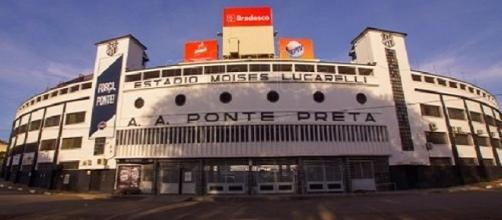 Partida decorre no Estádio Moisés Lucarelli