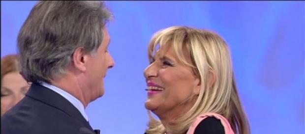 Giorgio bacia un'altra, Gemma sofferente.