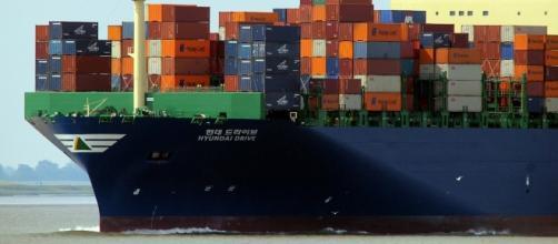 Nave cargo per i commerci in Asia