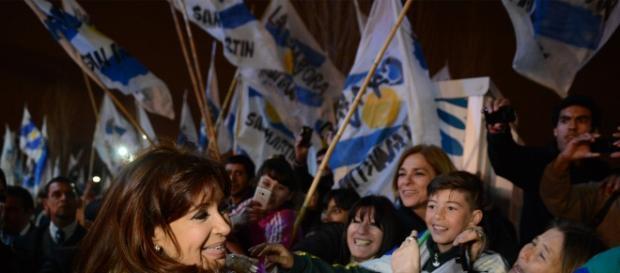 Cristina con el apoyo de jóvenes argentinos