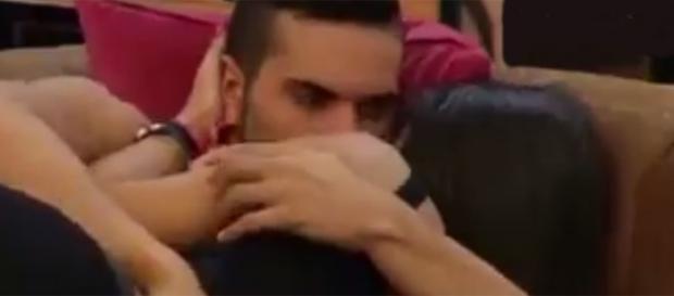 El beso de Suso y Raquel en GH