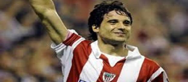 Etxeita, celebrando un gol con el Athletic