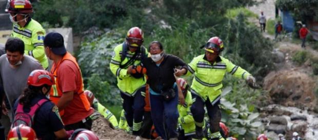 Gigantesco deslave cobra más de 140 víctimas