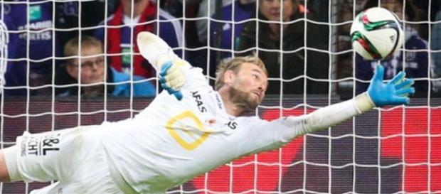 Jean-François Gillet deteniendo un penalti
