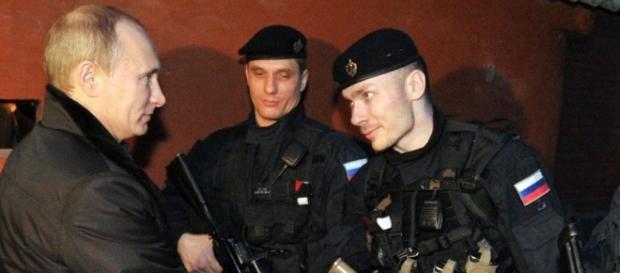 Putin împreună cu militari din Spetsnaz