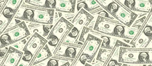 Dólar é vendido R$ 3,75 com queda de 0,9%