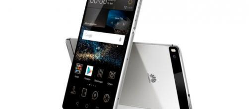 Un'immagine dello smartphone Huawei P8