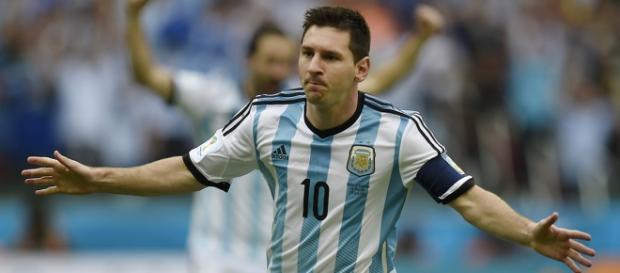 El astro argentino tiene una lesión muscular