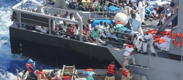 Imigranţi salvaţi de o navă de patrulare din Malta