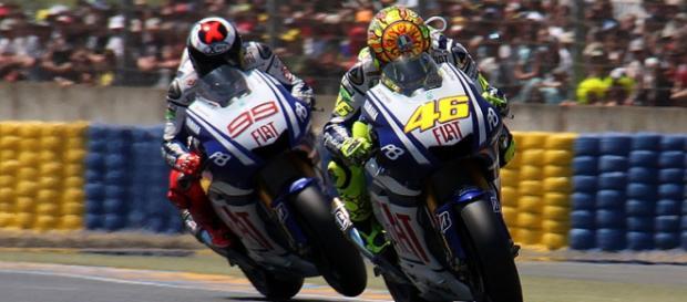 Lorenzo y Rossi durante una carrera de Moto GP