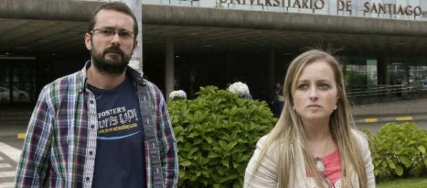 Los padres de Andrea a las puertas del hospital