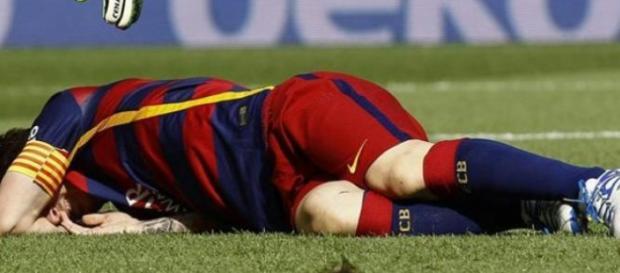 Messi tendido en el suelo Fuente: AFP