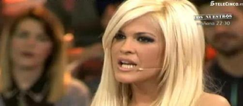 Ylenia, colaboradora de Televisión y cantante