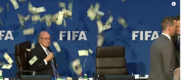 El presidente de la FIFA es acusado de corrupción