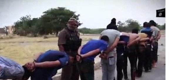 Execuție în masă! 70 de persoane împușcate în cap