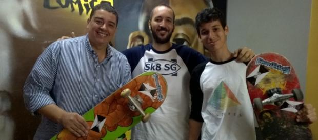 Secretário de cultura recebe skatistas gonçalenses