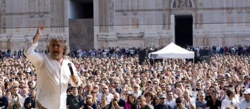 Beppe Grillo avanti nei sondaggi con il suo M5S